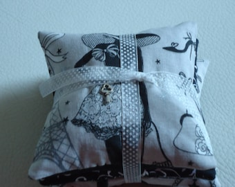 "3 LAVENDER PILLOWS ""THE LITTLE PARISIENNE"" ATTACHED BY A WHITE ORGANZA RIBBON HAS POLKA DOTS"