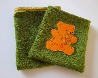 Set of 2 gloves child; Green pattern orange bear, bias yellow/glove sponge child/bathroom
