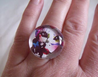 ring round cabochon glass woman face