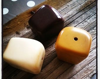 set of 3 beads cubes in Brown, beige and mustard resin 30 x 25 x 20 mm