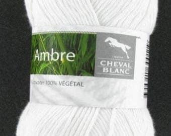 Yarn was Amber white No. 011 white horse