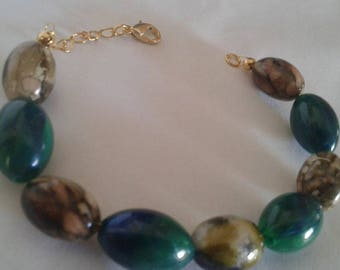 Women's bracelet with green and Brown decorated wooden beads