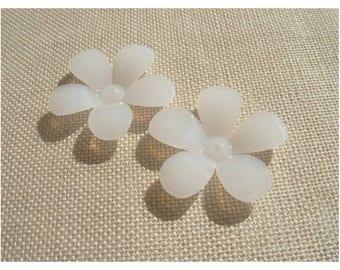 x 2 large beads white Corolla