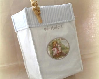 """Nostalgia"" embroidered storage basket and its four sponge wipes"