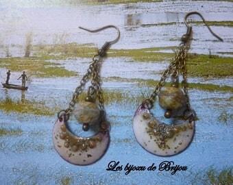 Earrings rustic chic half moon enameled metal and beige and bronze Czech bead