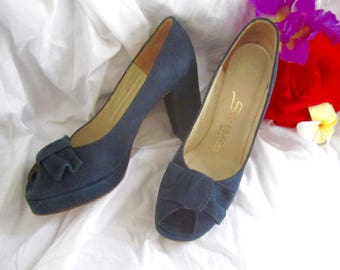 8 Platform Heels 70s does 40s Suede Black Open Toe Bow Made in Spain by Sierra Size 8 medium