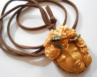 Necklace Bronze side Golden future flower face and flowers.