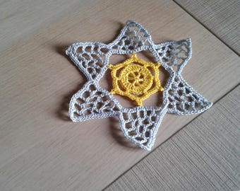 Doily or coaster yellow and grey