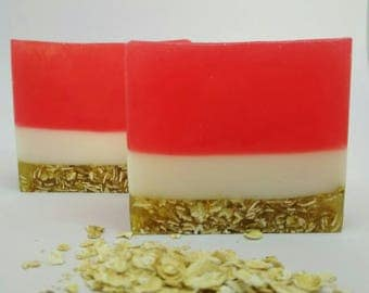 Oatmeal soap - Strawberry cake Soap - Birthday party favor - Woman natural soap - Wedding gift soap - Soap cake - Glycerin soap