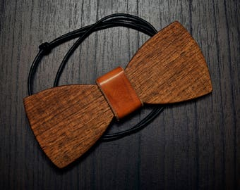 bow tie, Wood and leather. Handmade.
