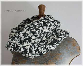 Crocheted in grey and cream wool Snood