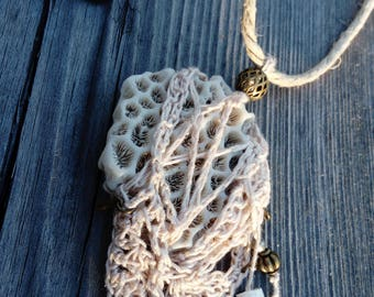 "Pink ""Lace coral"" - beige necklace"