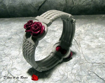 Metal bracelet painted gray with 4 plum roses