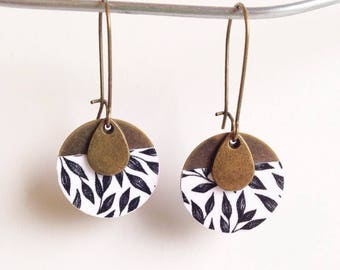 Beautiful earrings with printed black and white - silver metal