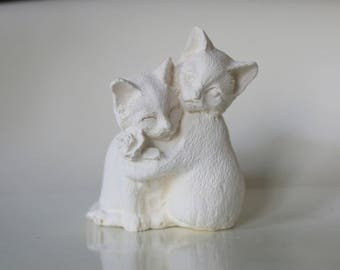 statuette cuddly cats with flowers to paint