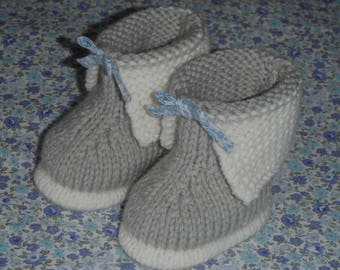 Hand knitted baby booties / size newborn-1 month