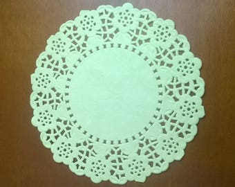 SET OF 40 YELLOW SCALLOPED PAPER DOILIES