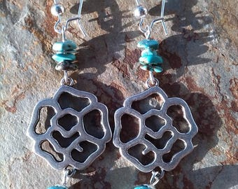 Howlite and turquoise chips earrings