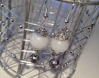Earrings white pearls and silver caps
