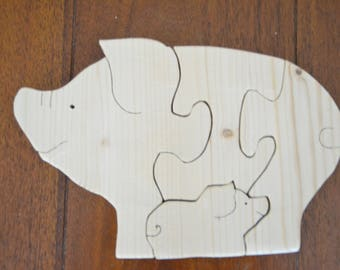 4 piece puzzle of a pig and her piglet in tree