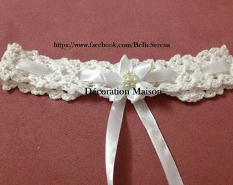 White headband with Pearl in the center of crochet flower