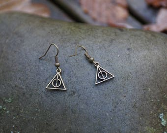 Earrings bronze round into a triangle