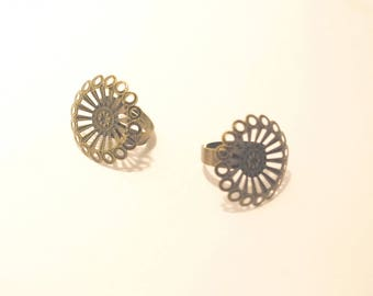 Bronze filigree round ring supports * set of 2