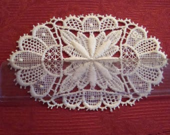 Applique sewing lace, 100% cotton ecru lace - 16 x 9.5 cm