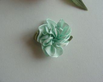 Fabric 3 * 2 cm delicate pale green flower applique