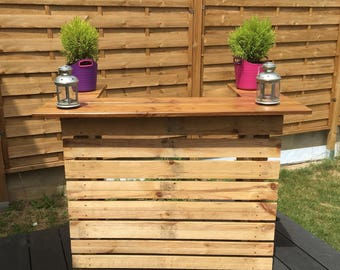 Bar pallets and wood
