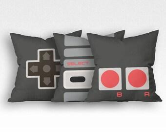 A closer look - NES (Throw pillow)