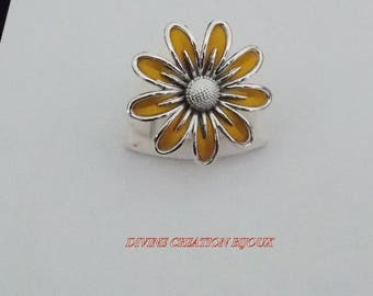 Adjustable flower mustard color and silver Daisy ring.
