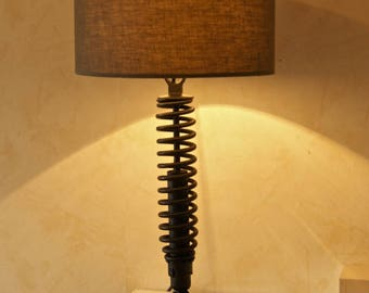 Industrial style lamp: Motolampe By Cb8Design