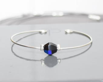 Thin metal and petrol blue pearl bracelet