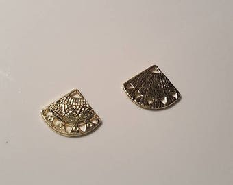 The connector spacer tribal triangle 1 and 5 holes gold color