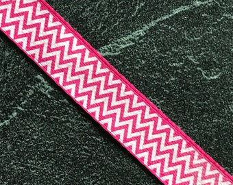 Piece of satin ribbon by the yard - multiple zigzag white on a bright pink background - 9 mm