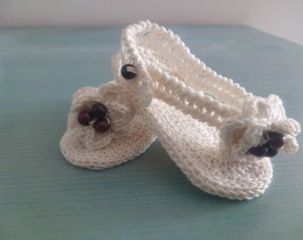 Slippers Sandals baby girl 3 to 6 months of natural cotton and wood beads