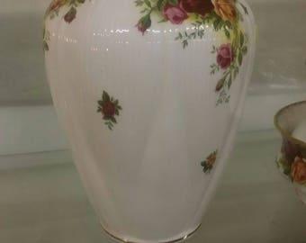 Royal Albert Country Roses Lidded Pot/Urn