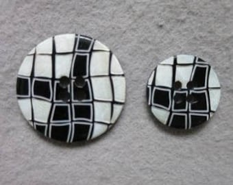 Black button and white 18 mm / 25 mm