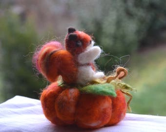 Quilted needle squirrel and pumpkin MINIATURE gift felted gift seamstress Pincushion needle decoration fabric textile ornament
