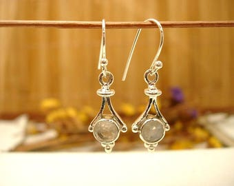 Earrings in silver and Moonstone.