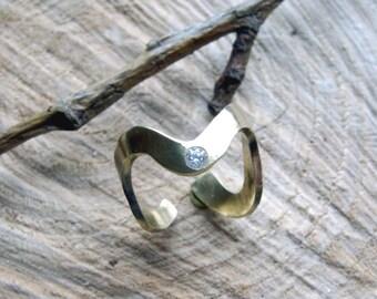 Serpentine ring in brass, imitation white stone