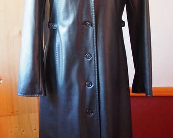 fitted black long coat style coat made of laminated cotton fabric