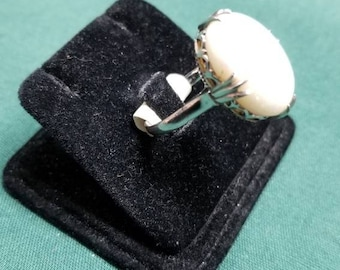 14k opal ring Size 6.8