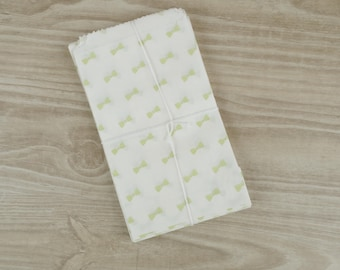 Gift bags bowtie lime green - set of 10 - pockets in white paper 9 x 15 cm for jewelry, sweets, candy.