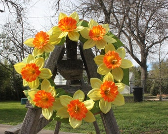 Daffodil Wreath | Spring Flower Wreath | Spring Decor | Flower Wreath | Spring Door Wreath | Spring Door Decor | Whimsical Decor | Daffodils
