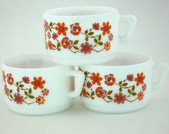 3 vintage Arcopal Scania cups