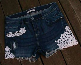 Jeans shorts decorated with tips for ladies or young fashion