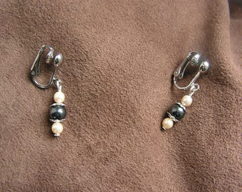 """""""Love"""" grey and ivory pearls clip earrings"""