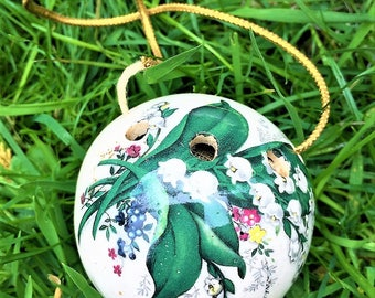 Ceramic small round glossy flower lillies Pomander
